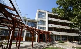 96.720 Ft helyett 48.290 Ft: 5 nap, 4 éj 2 főnek reggelivel, wellness belépővel Balatonföldváron, 80 méter távolságra a Balaton parttól a Hotel Kiss Family-ben