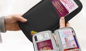 1.990 Ft helyett 990 Ft: Irattartó táska utazáshoz 2 választható színben