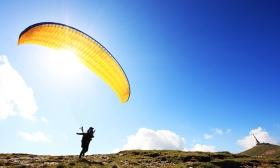 40.000 Ft helyett 16.990 Ft: Siklóernyős kedvcsináló hétvége oktatással, repüléssel, szállással a Mátra Extrém Sportrepülő Klubtól