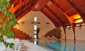 59.900 Ft helyett 29.900 Ft: Egész nyárra foglalható wellness-kikapcsolódás Hévízen! 3 nap, 2 főnek reggelivel, wellness használattal 600 m-re a Hévízi tótól, a 3 csillagos Ágnes Hotelben