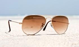 2.990 Ft helyett 1.190 Ft: Aviator formavilágú unisex napszemüvegek négy választható színben