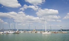 62.500 Ft helyett 34.900 Ft: Balatonparti nyaralás Keszthelyen! 3 nap 2 főnek svédasztalos reggelivel, egy gyertyafényes vacsorával és számos további extrával az Admirál Panzióban