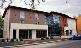 Nyári vakáció Gunarason! 3 nap, 2 éj két főnek félpanzióval akár egész nyáron a Gunarasi Gyógy- és Élményfürdő közvetlen szomszédságában, a háromcsillagos Hotel Európában 50% kedvezménnyel