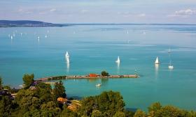 32.000 Ft helyett 17.990 Ft: Balatoni nyár - 3 nap két főre félpanziós ellátással a balatonkeresztúri Zsanett Hotelben