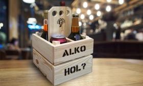 Egyedileg feliratozható sör/bor tartók 2 vagy 4 rekeszes, natúr kivitelben 100% borovi fenyőből 41-50% kedvezménnyel