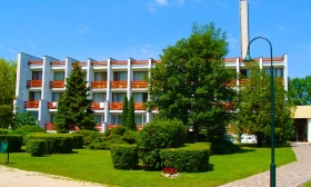 6 napos nyaralás két főnek Classic vagy Classic Plus szobában félpanzióval, strandhasználattal Balatonalmádiban, a Nereus Park Hotelben 36-40% kedvezménnyel