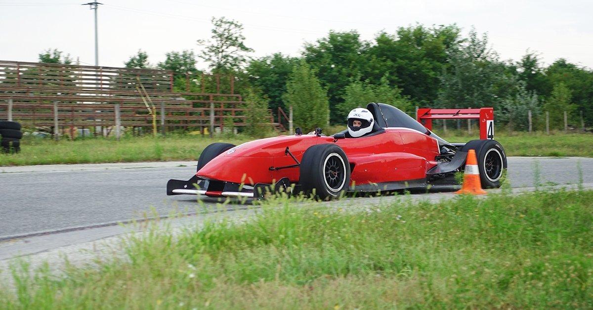 Formula Renault 2.0 vezetés