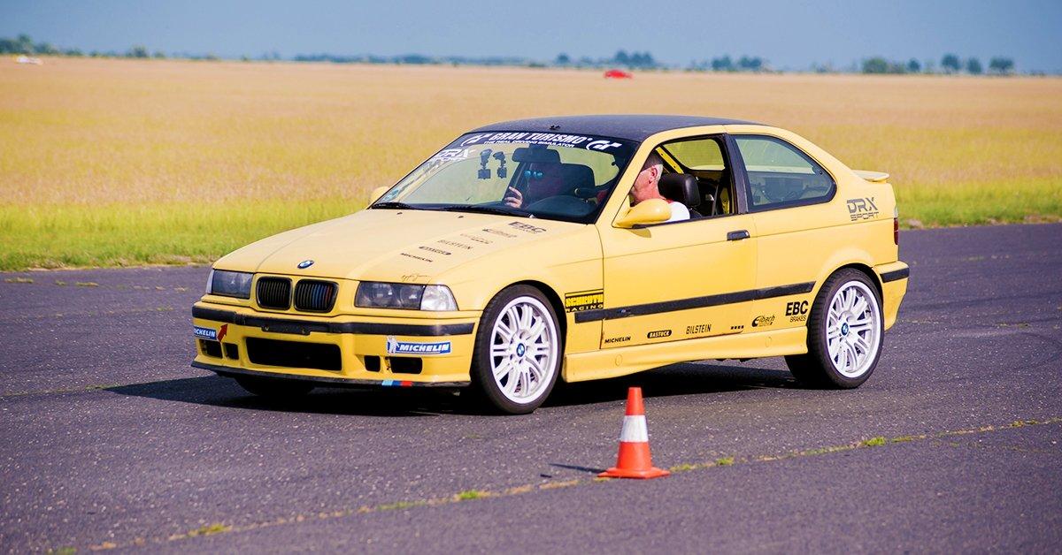 BMW M Compact vezetés