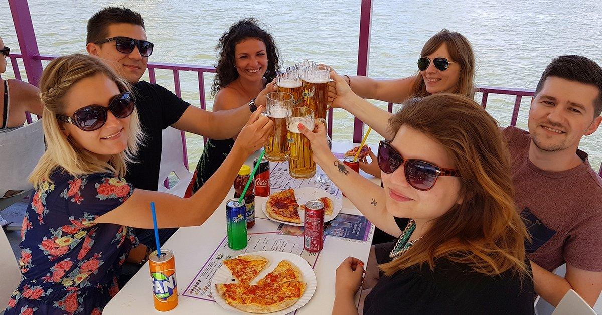 Pizzahajó a Dunán