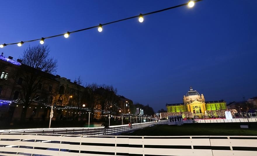 Adventi városnézés Zágrábban: buszos utazás egy fő részére idegenvezetői kísérettel, városnézéssel, a karácsonyi vásár felfedezésével