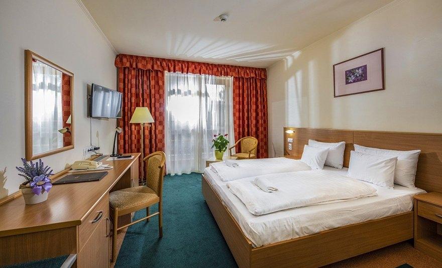 Hamisítatlan falusi disznótor és wellness kikapcsolódás: 3 nap, 2 éj két főnek teljes ellátással és wellness használattal Bikácson, a Zichy Park Hotelben – SZÉP kártyával is!