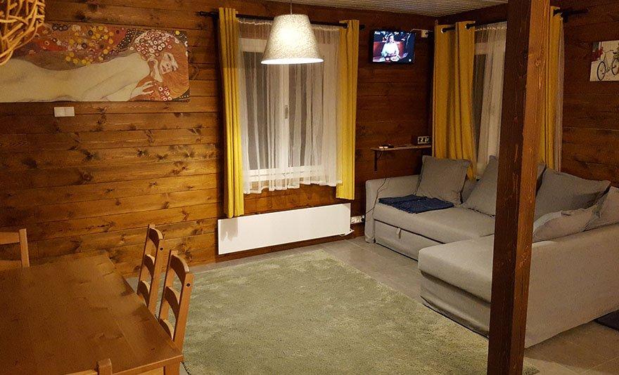 Faház a Dunakanyarban: 2, 3 vagy 4 éjszaka különálló, panorámás házban 2-6 fő részére dézsafürdővel, mászófallal, csillagvizsgálóval és grillezési lehetőséggel