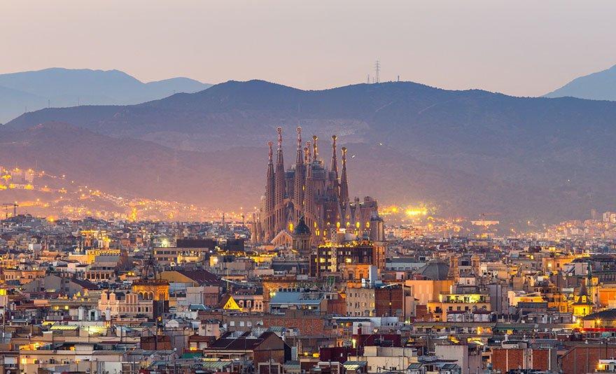Pihenjetek 50 méterre a Földközi-tengertől: 3 nap 2 éj 2 fő részére Barcelona közelében reggelivel