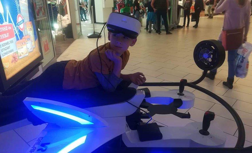 Magyarország legnagyobb VR élménycentere: VR Galaxy belépőjegy 1 vagy 2 főre, vagy családi jegy, frissítő üdítővel