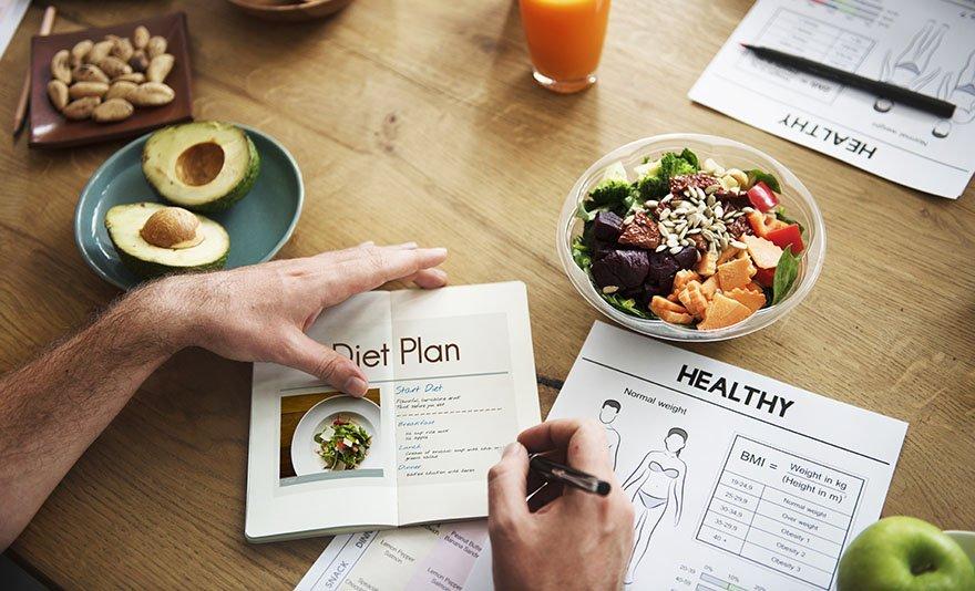 Fogyj okosan, táplálkozz okosan: étrend, konzultáció, receptek és szakember általi tanácsok és praktikák az egészséges életért