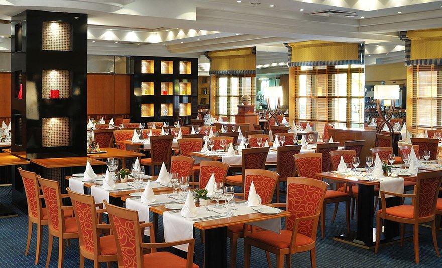 Egész napos SPA belépőjegy 2 fő részére +10 000 Huf értékben vacsora a hotel Apicius éttermében vagy a River Bárban