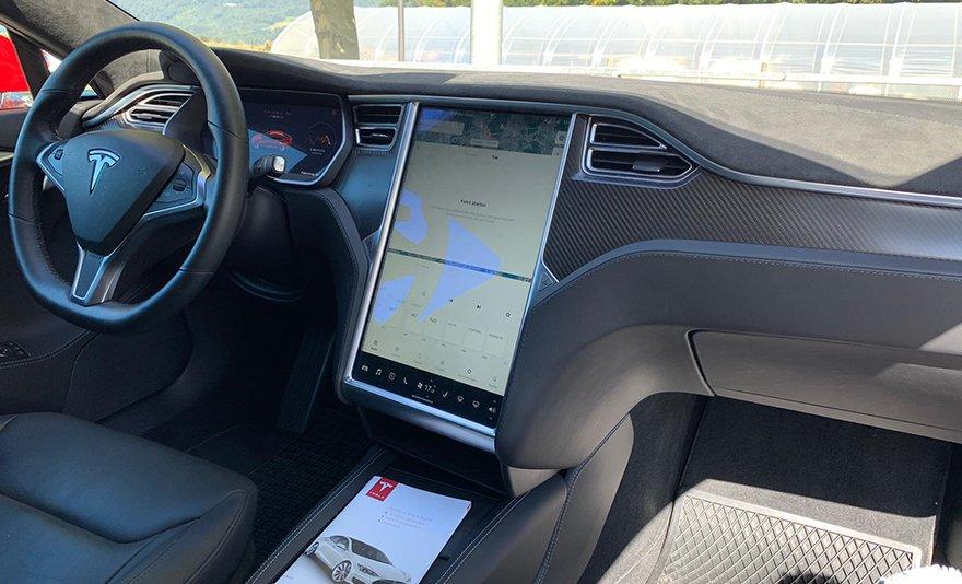 Egyedülálló élmény: 30 vagy 60 perces Tesla élményvezetés közúton, instruktorral