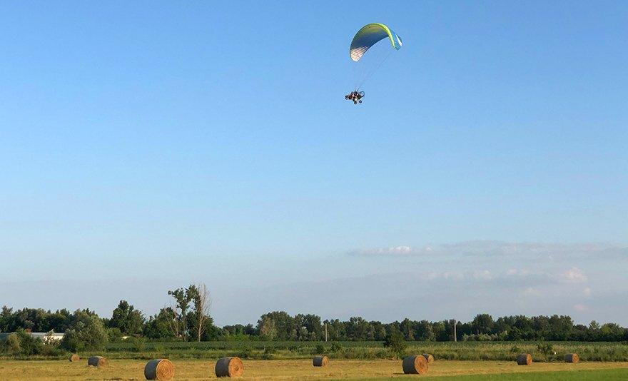Hasítsd a levegőt: tandem motoros siklóernyőzés, választható helyszínen