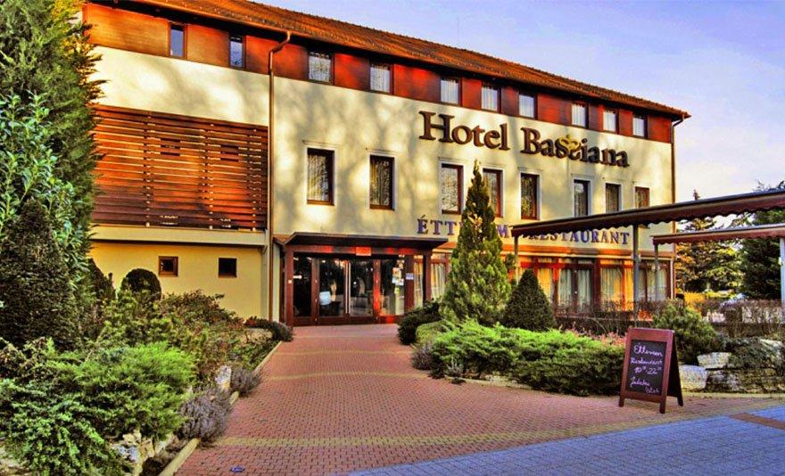 Luxus wellness Sárváron: négycsillagos pihenés 3 napra, két főnek belépővel a Sárvári Gyógy- és Wellnessfürdőbe és a Sárvári Arborétumba, félpanziós ellátással és további extrákkal a Hotel Bassianaban****