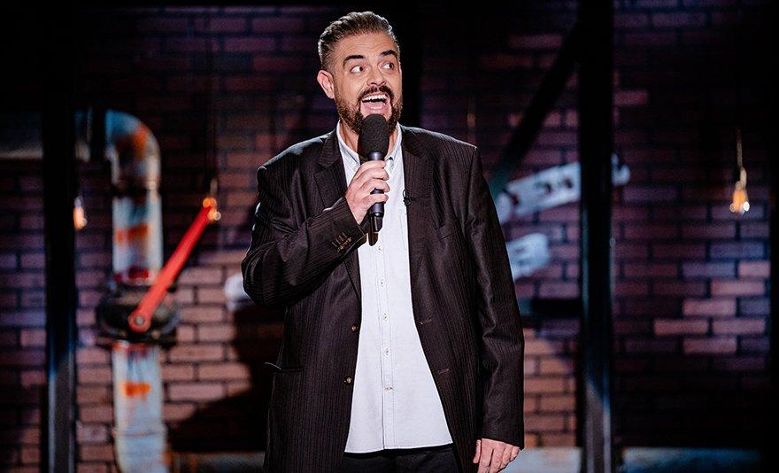 Stand up comedy TURNÉ nagydumásokkal és vacsorával Esztergomban a Prímás Pincében: 2020-ban is neked lökik a sódert