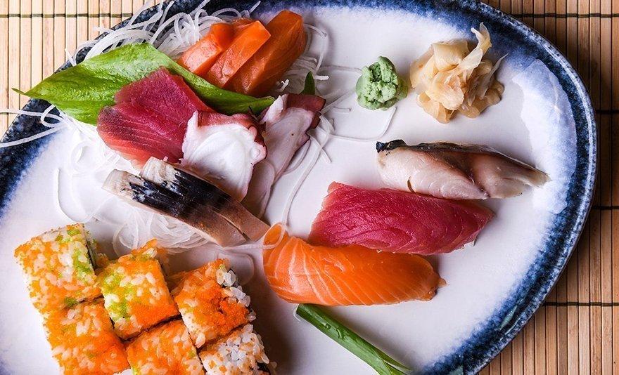 Tradicionális japán ízek nyomában: 2 személyes sushiválogatás menüsor a Fujiban