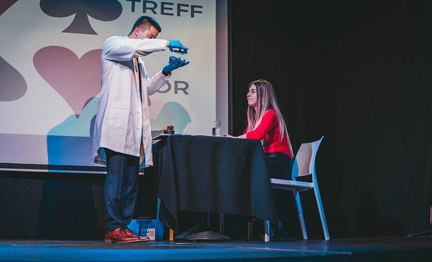 A varázslat színházi köntösben: K.A.M.U.- Németh Gábor bűvész lélegzetelállító estje az A38 hajón