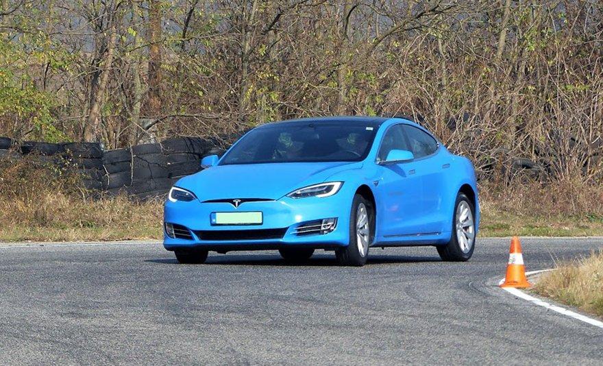 Kihagyhatatlan élmény: a Magyarországon legerősebb, 770 lóerős Tesla Model S vezetése a Hungaroringen