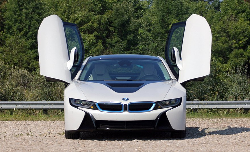 Versenypályára tervezve: vezess BMW I8 szuperautót a Hungaroringen