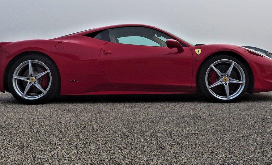 Az autósport eszenciája: Ferrari 458 Italia élményvezetés a Kakucs Ringen