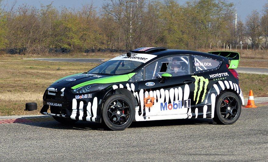 Extrém élmény szabadon: a rally- és a gymkhana-világ fenegyereke, Ford Fiesta élményautózás a Kakucs Ringen