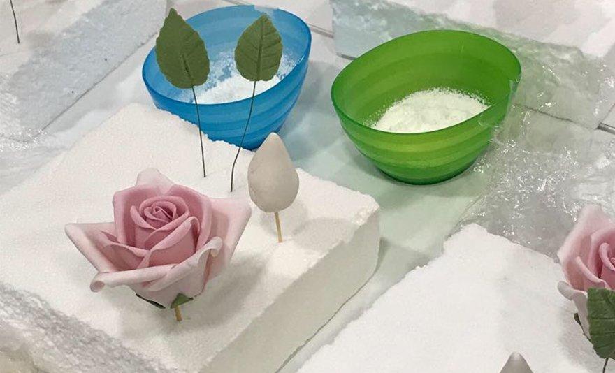 Tortáid éke: cukorvirág készítő gyakorlati kurzus mestercukrász előadókkal