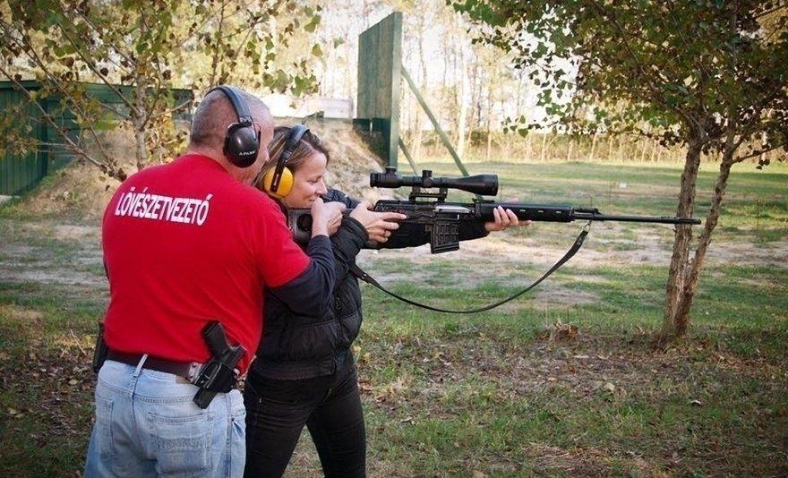 Ketten a világ ellen: párbajlövészet 150 db lövéssel, 2 fő részére