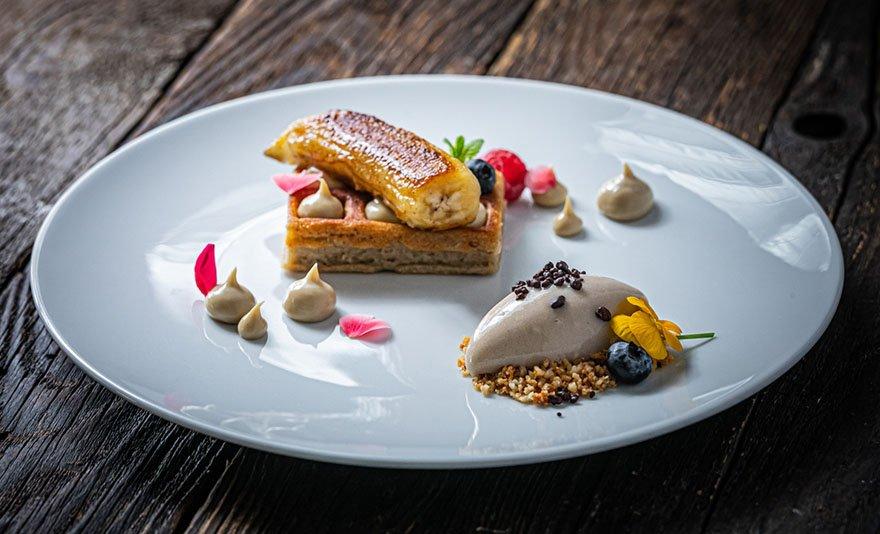 Romantikus gourmet vacsora exkluzív környezetben: étlap szerinti étel- és italfogyasztás 2 fő részére, a Búsuló Juhász Étteremben