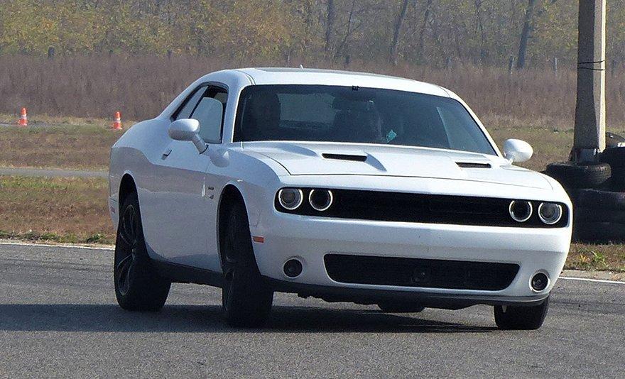 Gyorsabbat, nagyobbat, erősebbet: Dodge Challenger utcai vezetés 17 vagy 50 km-en