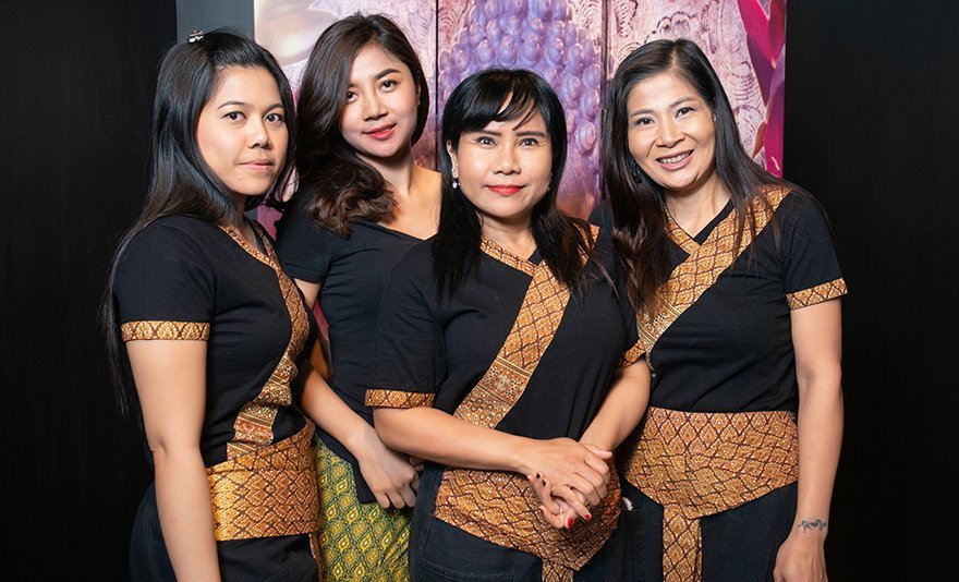 Egzotikus utazás a belvárosban: páros aromaolajos thai masszázs a Gozsduban, thai masszőröktől