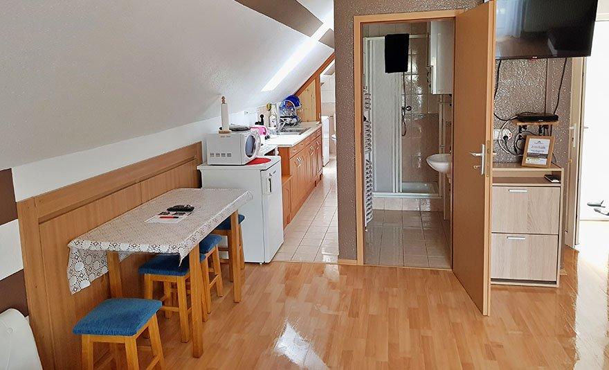 Töltődj fel Hévízen: 3 nap, 2 éjszaka két fő részére reggelivel és kedvezményes Hévízi Tófürdő belépővel jól felszerelt, erkélyes apartmanban- SZÉP Kártyával is!