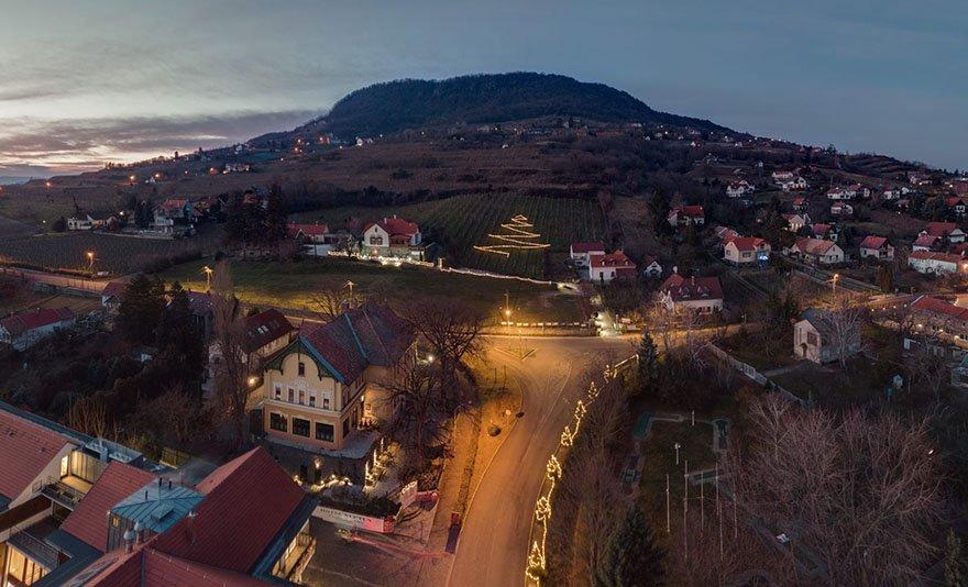 Bor, gasztronómia, wellness és romantika 2020-ban is, Badacsony 4 csillagos butik hotelében: 3 nap 2 éj 2 főnek, félpanziós ellátással, egy üveg helyi borral, wellnesszel és kerékpárhasználattal egész évben, a Balaton északi lejtőjén - SZÉP Kártyával is!