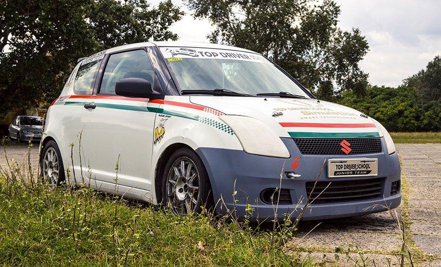 A pálya ördöge: Suzuki Swift Cup Europe versenyautó élményvezetés a DRX Ringen belső kamerás felvétellel és ajándékkártyával