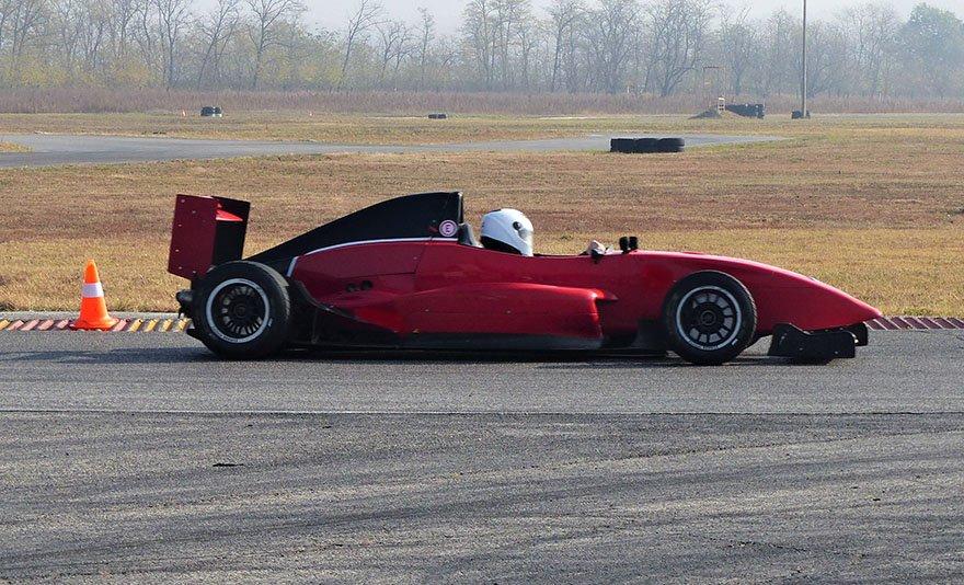 Szaggasd fel az aszfaltot: Formula Renault 2.0 élményvezetés a Kakucs Ringen