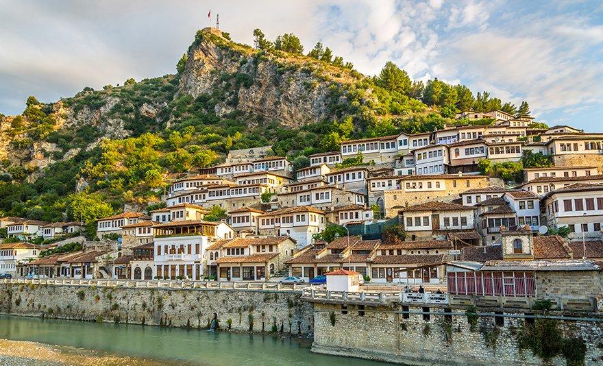Kalandos nyaralás az albán tengerparton: tíznapos utazás luxus autóbusszal, idegenvezetővel, fakultatív programlehetőségekkel és 7 éj szállással, félpanziós ellátással – 1 fő részére