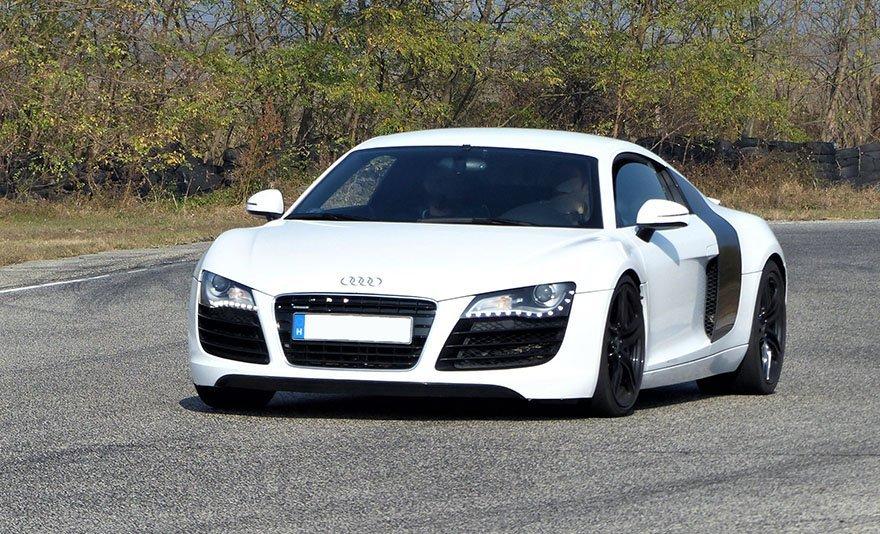 Taposs a gázba: Audi R8 élményvezetés az Euroringen